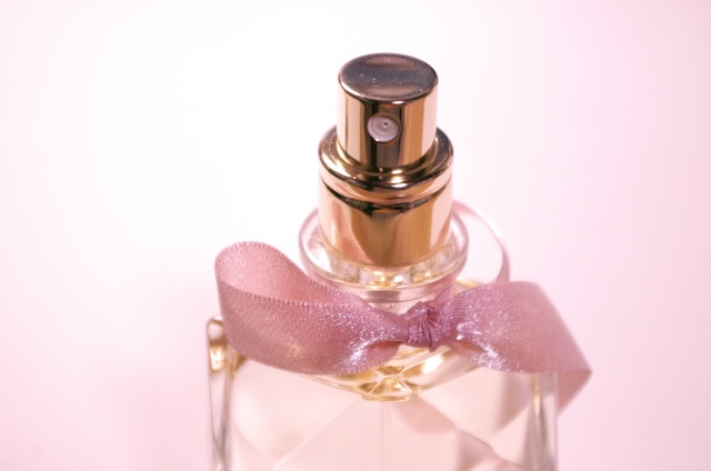 香水でモテる「ふわっと香るつけ方」&男子受けする香水