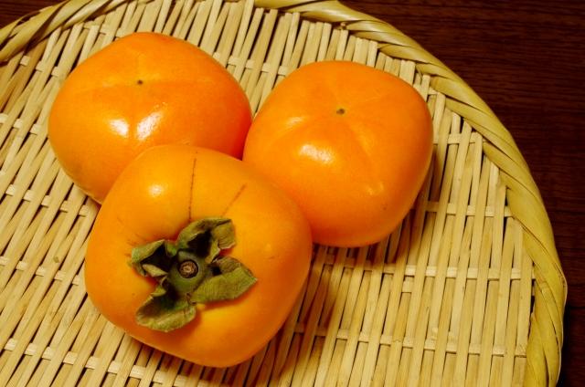 柿ってスゴっ!みかんの2倍のビタミンC!美肌に、便秘にいい食べ物な件
